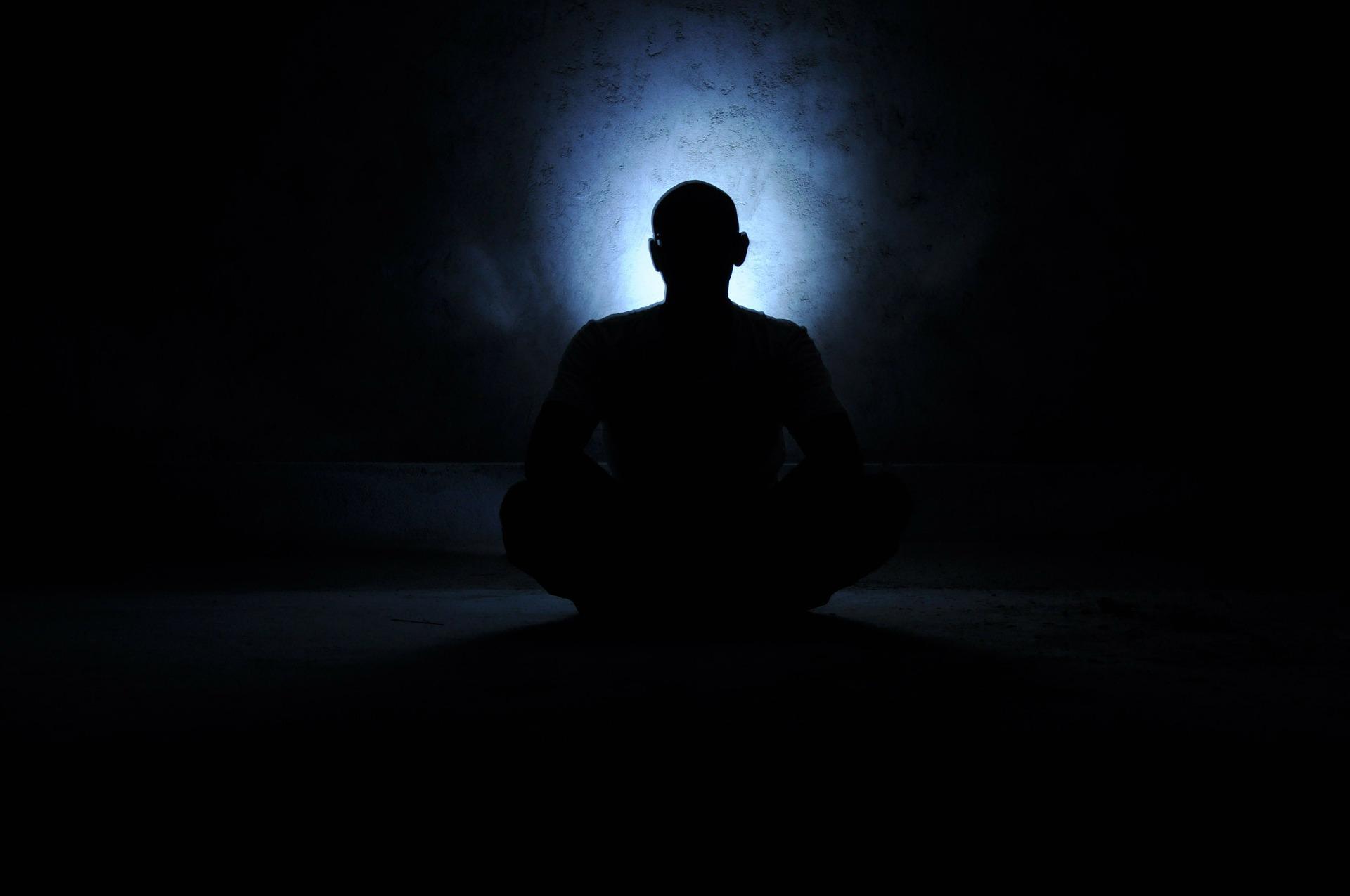 7 - Recita mantra, canti, preghiere o parole positive