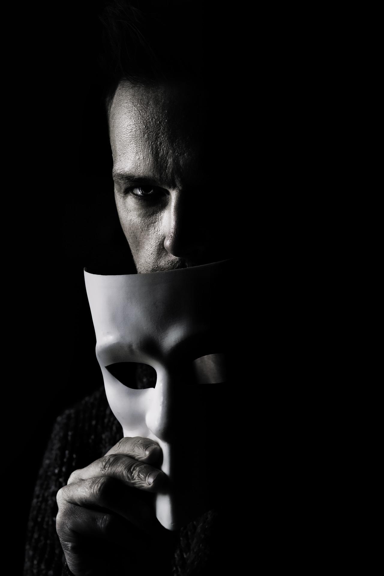 Esoterista occultista in anonimato