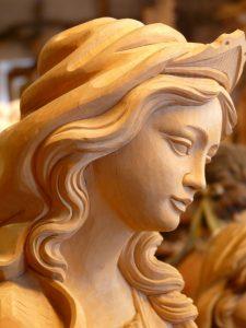Se volete rendere il rito più completo potete aggiungere anche una piccola orazione a Venere o se siete votati alla Madonna