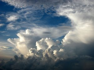 Meditazione nuvole e vento