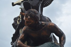 L' Arcangelo Michele sconfigge Satana/Lucifero