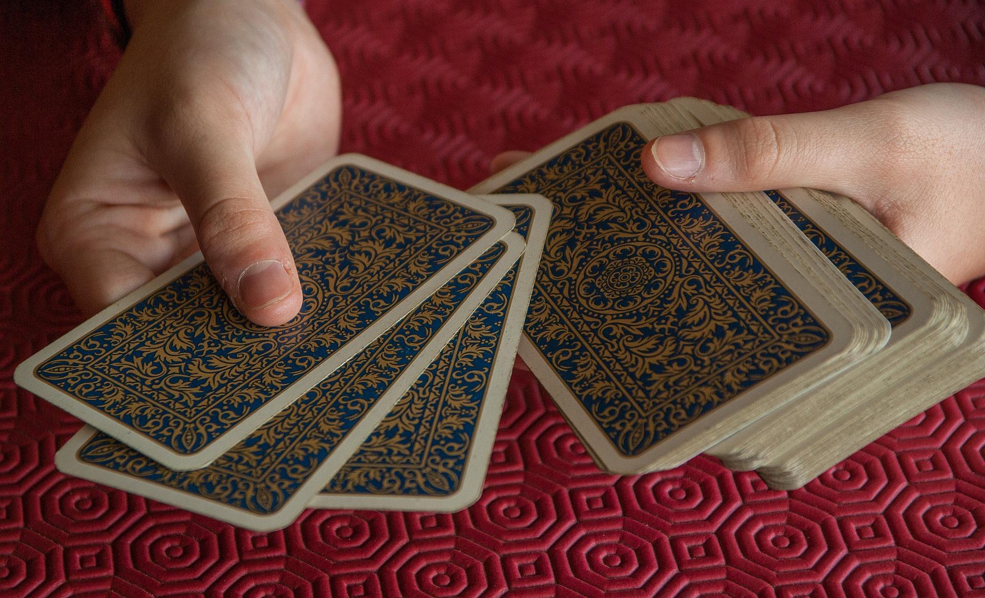 02 - Il secondo consiglio consiste nell'esercitarsì con carte o tarocchi.