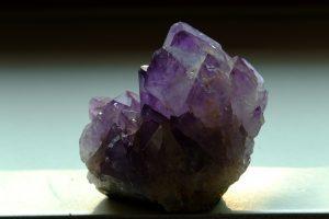 06 - Il sesto consiglio è l'utilizzo di cristalli e amuleti.