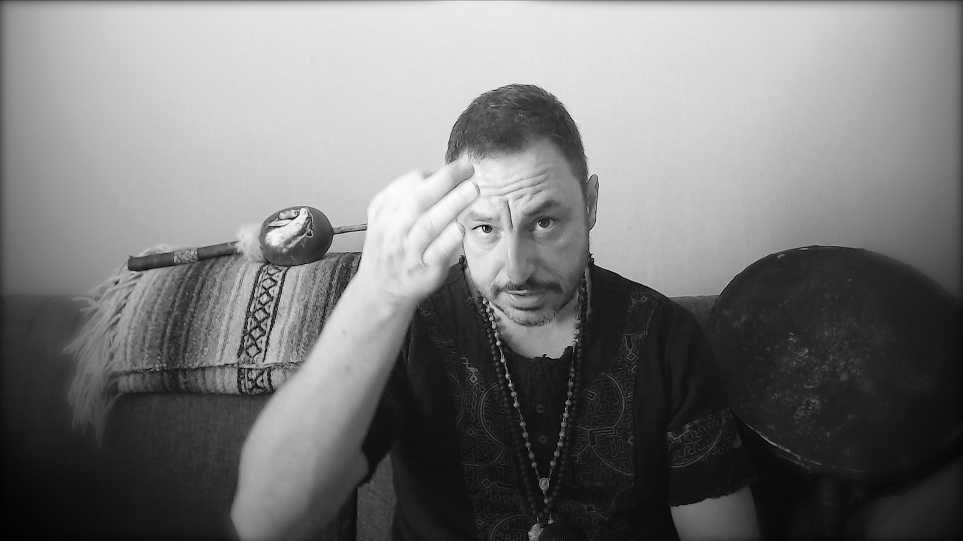 E questo è il mio modo di vivere la magia che non è pagana, non è sciamanica, ma attraversa un credo molto più semplice che è sto in quello che funziona.