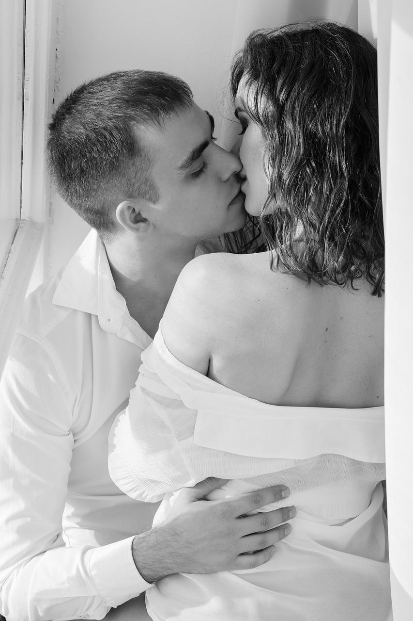 L'energia sessuale maschile è più connessa al bisogno, alla fisicità, il maschio è proiettivo. Per la donna è molto diversa perché più mediata da fattori psico-emotivi e dal mondo interiore più complesso