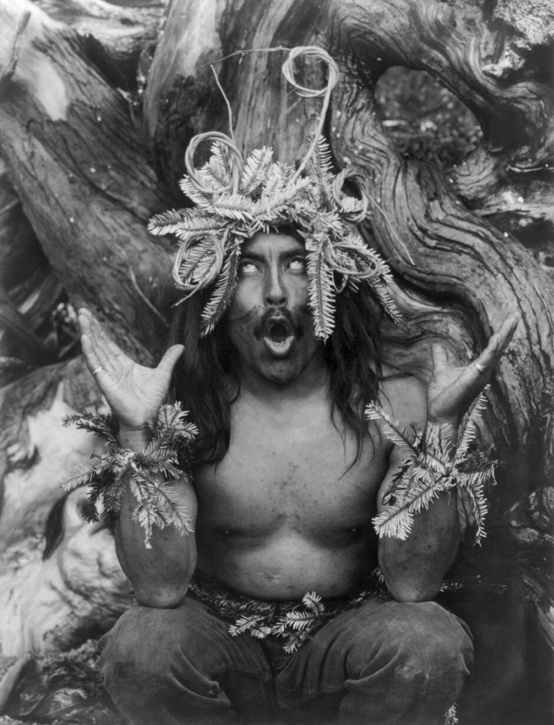 Lo sciamano invece invoca tendenzialmente, cioè si lascia possedere dai propri spiriti guida o dagli antenati o da una divinità