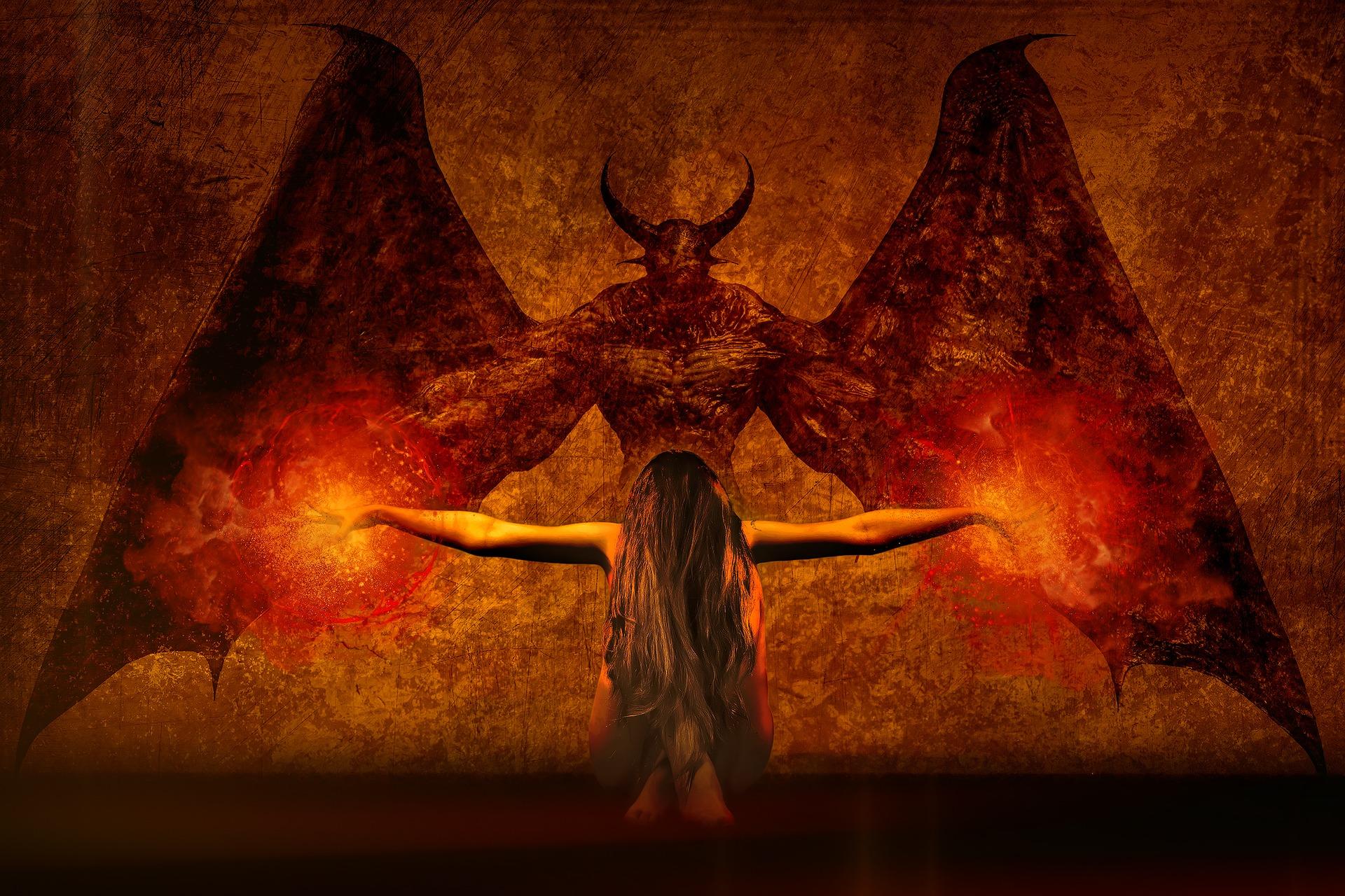 Queste entità oscure potenti che io definisco demoni esistono sia secondo la religione ebraica, che nel cristianesimo, attraverso le dottrine dell'angeologia e demologia.