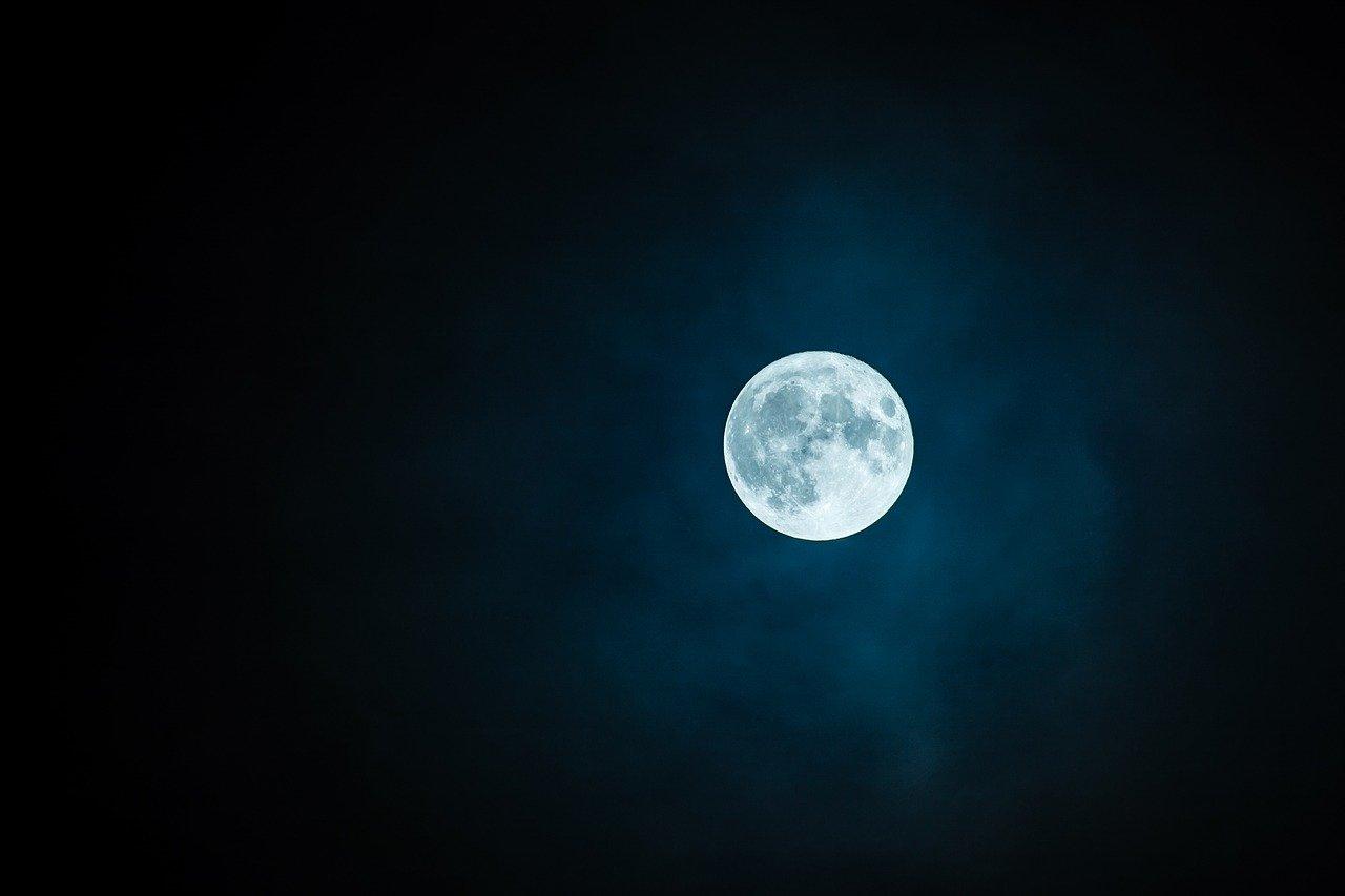 Se sono sintomi occulti, hanno dei momenti in cui si possono manifestare o accentuare, ad esempio durante la luna piena, nera o nuova...