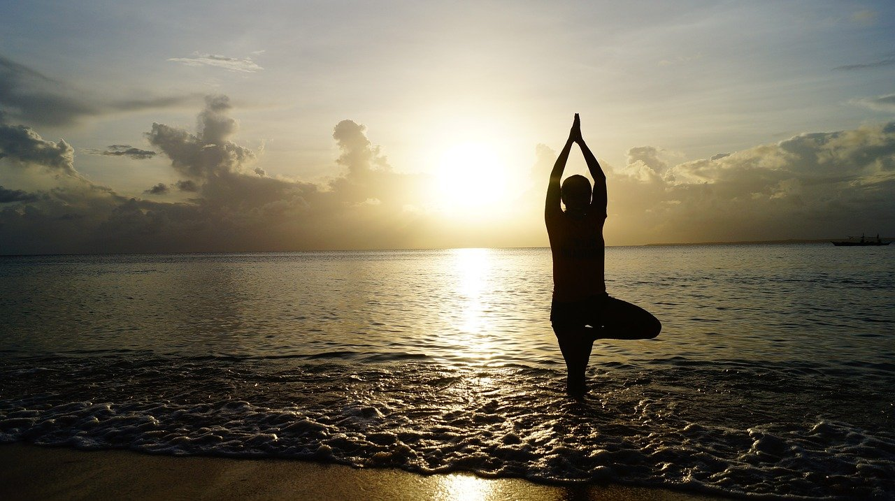 2 - Routine fisico-spirituale che può essere dal praticare yoga ad effettuare degli esercizi fisici