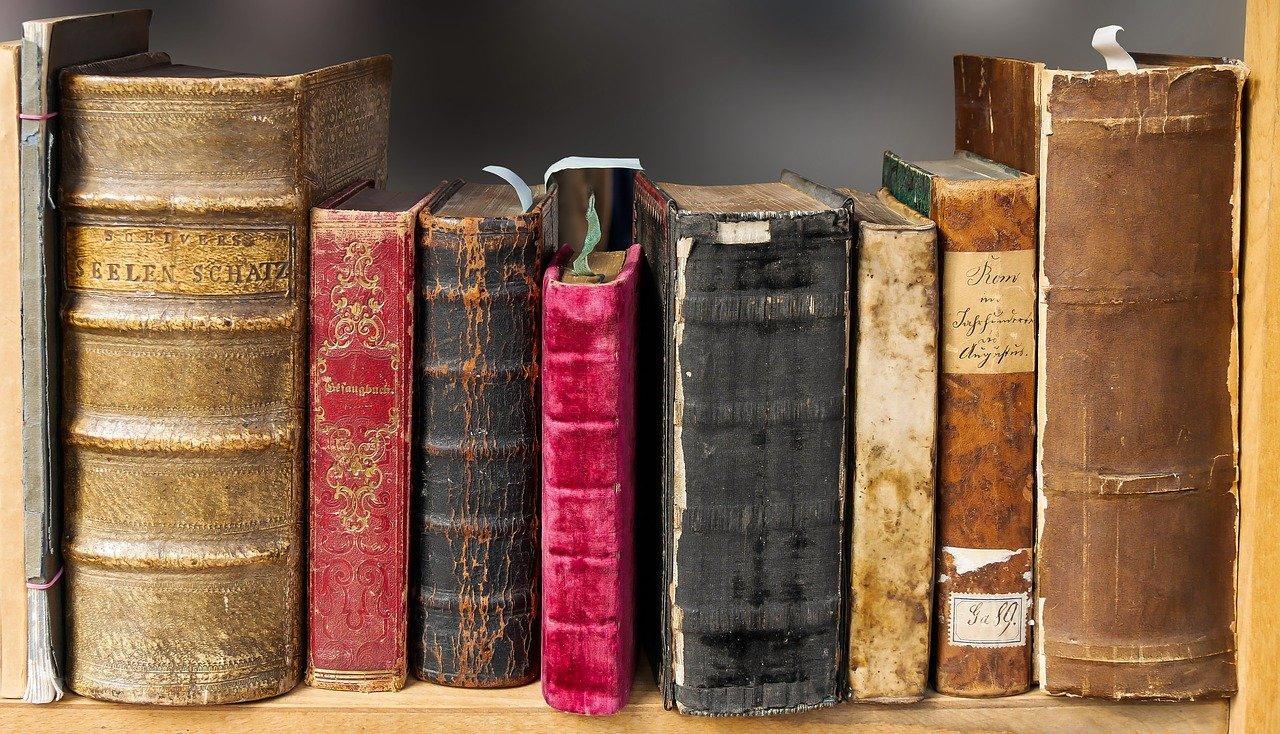 9 - Dedicarsi alla lettura di libri che nutrono l'anima filosofia, antropologia, libri che portano luce...